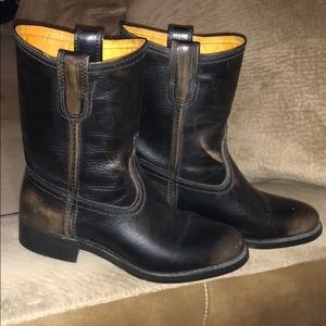 FRYE!!! Anna Short Round Toe Leather Boots